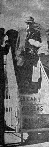 Matkustaja - yli-insinööri Vilho Kolehmainen - saapuu New Yorkista Malmin lentokentälle.