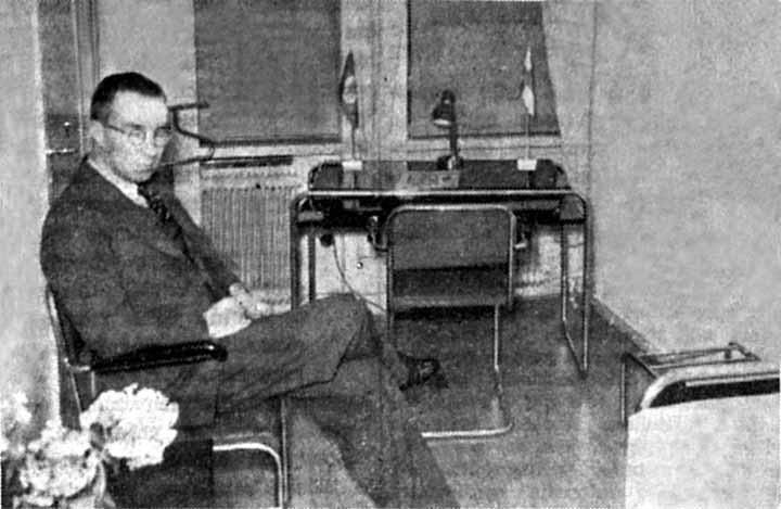 """Lentokentän """"matkailuhotellin"""" uusasiallisesti kalustettu matkustajahuone. (HS 31.8.1938)"""
